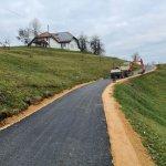 Asfaltiranje ceste v Zafari